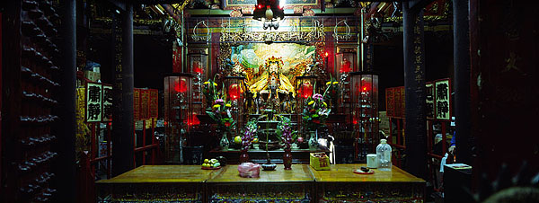 The water deities of Shuixian Temple watch over a market.